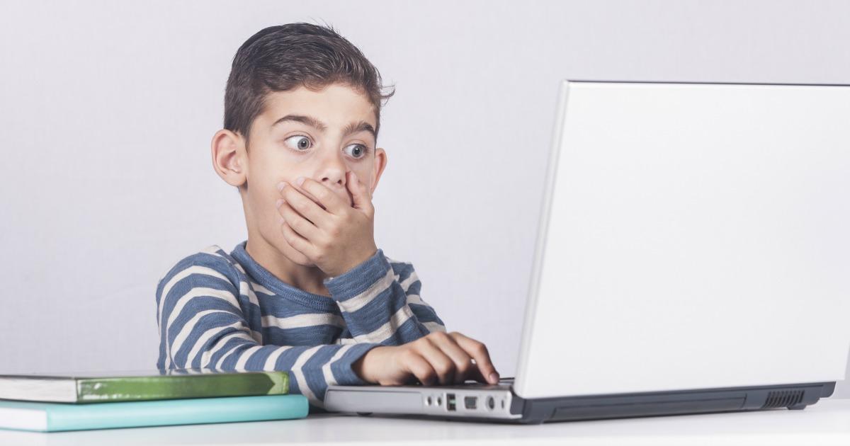 وقتی کودکان زمان بیشتری را در فضای مجازی میگذرانند، ممکن است درمعرض تبلیغات بیشتری قرار بگیرند!